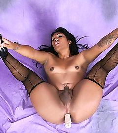 Sensual Miranda Bouvier toying and posing